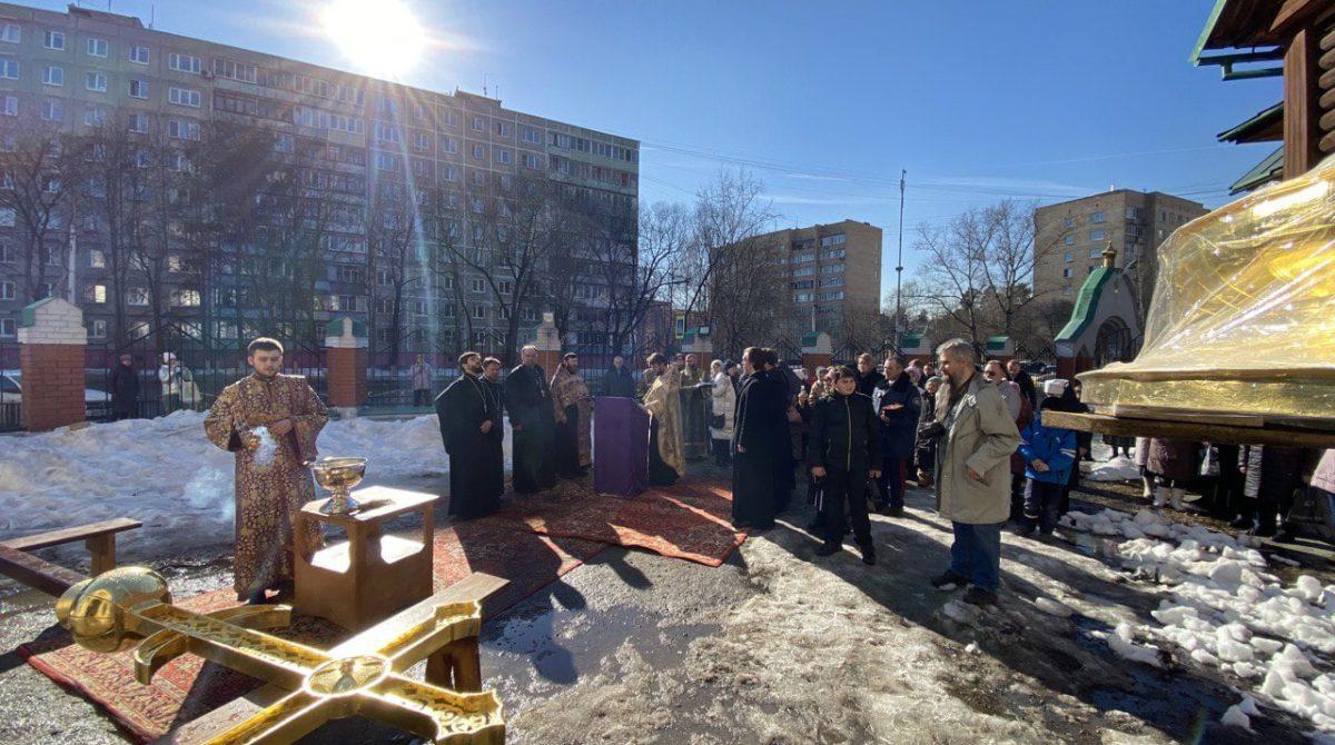 Освещение и установка новосооружённого креста в Казанском храме